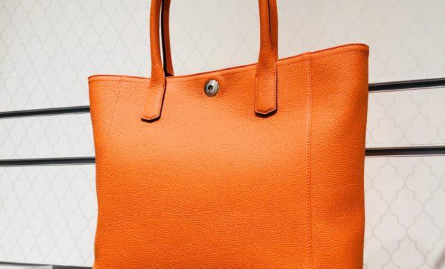 大峡製鞄オレンジトートバッグ入荷🧡