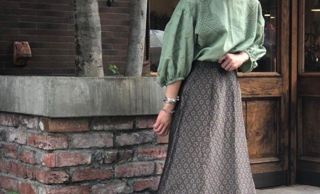 """待望の入荷!! 大人気""""カットワークブラウス""""の夏バージョン登場"""